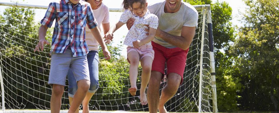 Et fodboldmål til haven giver mange timers underholdning til børnene